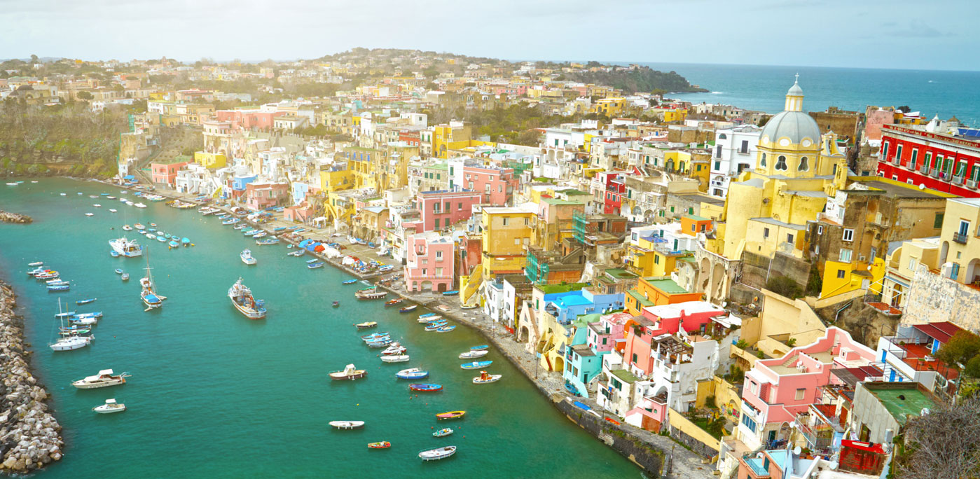 View to fishermanns village on the Island Procida near Naples, italy — Photo by silverjohn