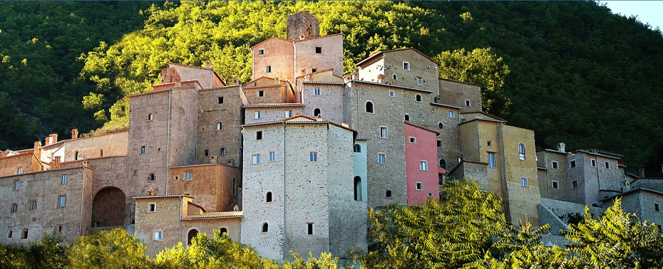 Postignano is located near Assisi, on a wooded hill that gives visitors a breathtaking view of the land all around